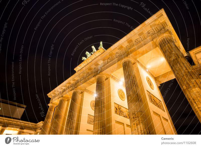 Brandenburger Tor Ferien & Urlaub & Reisen Stadt Architektur Freiheit Tourismus Frieden Denkmal Hauptstadt Stadtzentrum Sehenswürdigkeit Krieg Politik & Staat