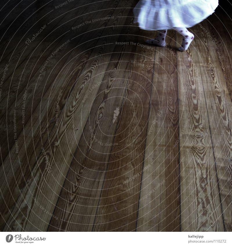 dancingqueen Kind Spielen drehen Bewegung Raum Wohnzimmer Show Kleid Barfuß Zehen Mädchen Bodenbelag Tanzfläche Holz weiß tanzn Tanzen dance Turnen balett
