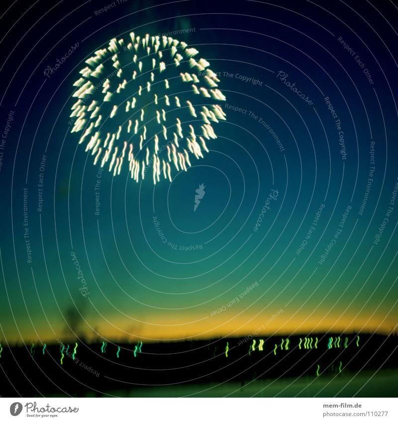 feu d'artifice Nationalfeiertag mehrfarbig Silvester u. Neujahr Europa Neuanfang Party Langzeitbelichtung Außenaufnahme Freude Vergänglichkeit Feuerwerk