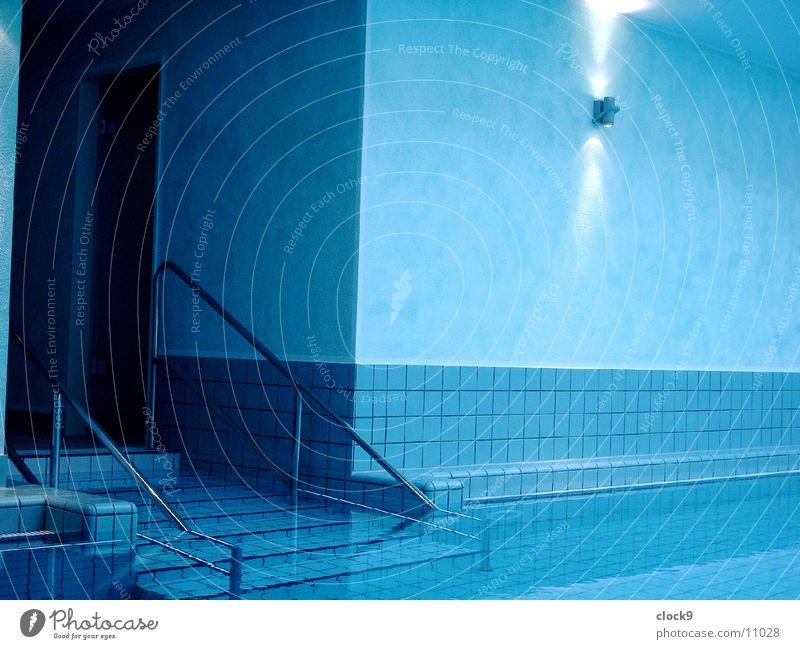 Aqua 2 Schwimmbad Bad Erholung ruhig Licht Wellness Architektur Wasser blau Bewegung