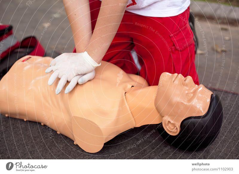 Erste-Hilfe-Training Gesundheit Gesundheitswesen Behandlung Medikament Massage Schule Arzt Hand Puppe Herz Arbeit & Erwerbstätigkeit atmen rennen berühren