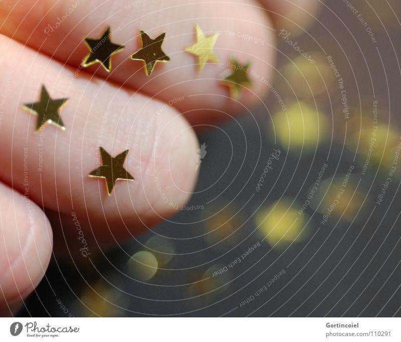 Weihnachtsbastelei I Weihnachten & Advent Winter Stimmung Feste & Feiern glänzend gold Finger Stern (Symbol) Dekoration & Verzierung Freude Basteln Vorfreude