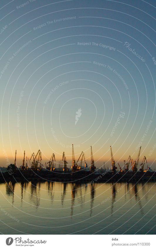 Schwarzmeerromantik Wasser Himmel Meer Wasserfahrzeug Industrie Romantik Hafen genießen Kran Abenddämmerung Oberfläche Ukraine Schwarzes Meer