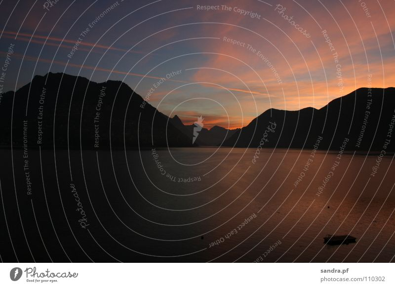 Goldener Morgen Sonnenaufgang See Wolken dunkel Floß rosa schwarz Lugano Kanton Tessin Schweiz Stimmung Dämmerung Reflexion & Spiegelung Horizont