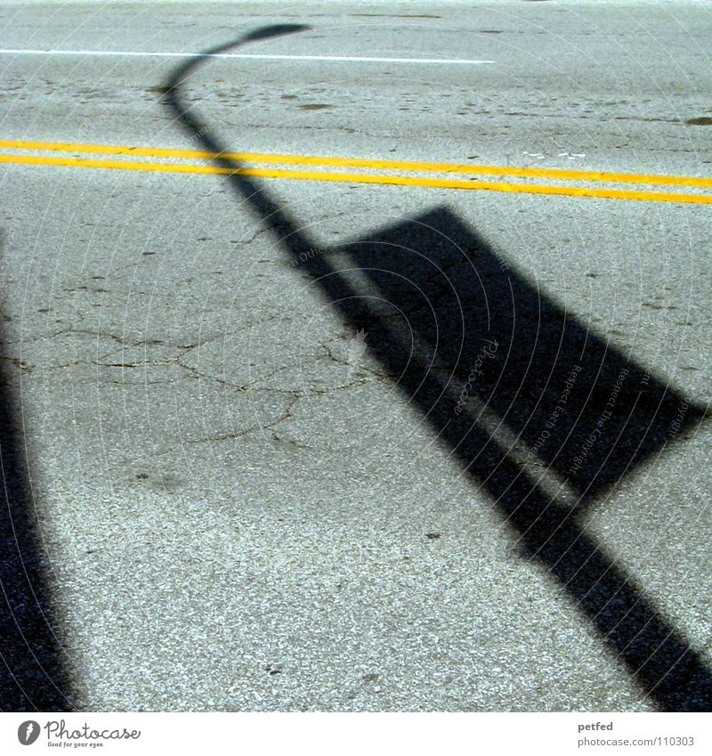 Schatten in Fremont Straßenbeleuchtung Verkehr Amerika Michigan Ferien & Urlaub & Reisen schwarz gelb Beton USA Linie