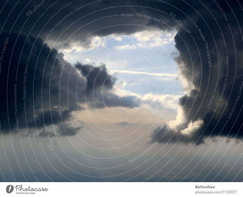 Wolkentor Himmel Natur schön Einsamkeit Religion & Glaube Freiheit fliegen Horizont Regen träumen Luft Angst Kraft Klima gefährlich