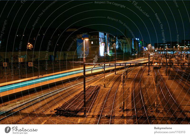 Nachtzug Eisenbahn Basel Verkehr Gleise Langzeitbelichtung dunkel Geschwindigkeit Ankunft Ferien & Urlaub & Reisen Bahnhof Bewegung Motion Abend Abfahrt