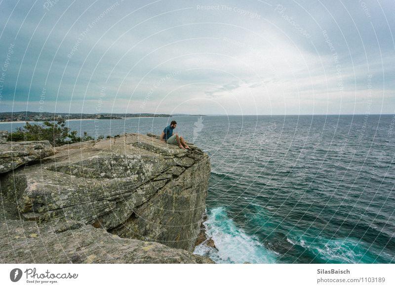 Cliffs Mensch Jugendliche Sommer Meer Landschaft Junger Mann 18-30 Jahre Strand Ferne Erwachsene Küste Freiheit maskulin Wellen Tourismus Wind