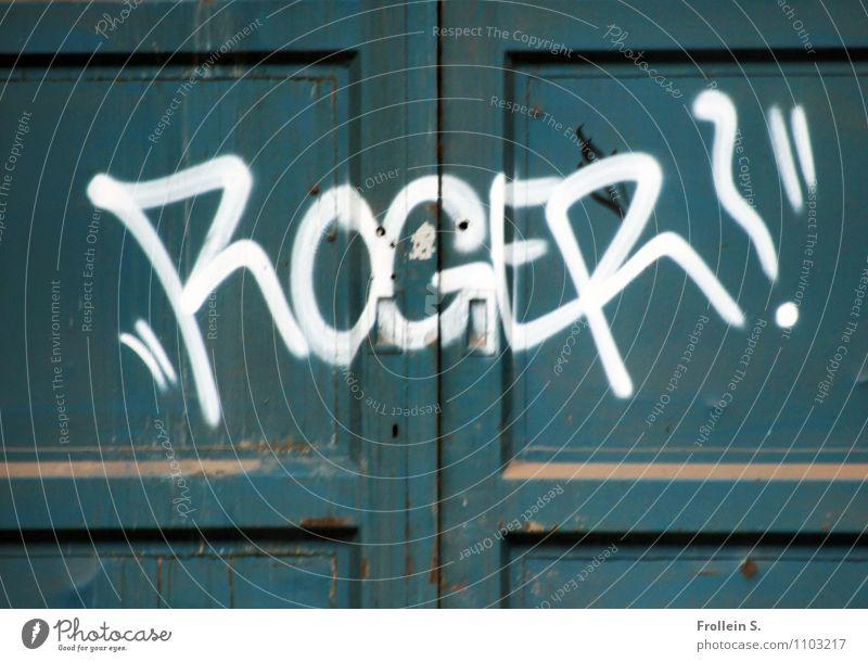 Roger? alt grün weiß Graffiti Holz dreckig Tür Staub