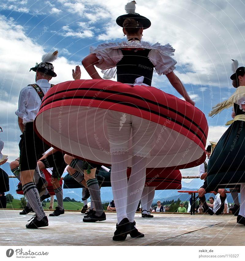 Brummkreisel Frau Freude Menschengruppe Feste & Feiern Musik Tanzen Zufriedenheit Strümpfe Kreis Flügel Kleid Hinterteil Hut drehen Bayern Strumpfhose