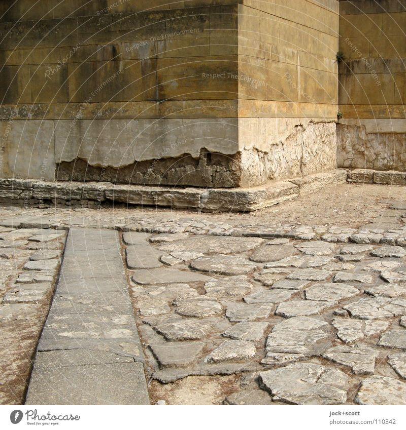 Rekonstruktion Sightseeing Kultur Palast Ruine Platz Mauer Wand Ecke Sehenswürdigkeit Denkmal Verkehrswege Wege & Pfade Kopfsteinpflaster alt fest historisch