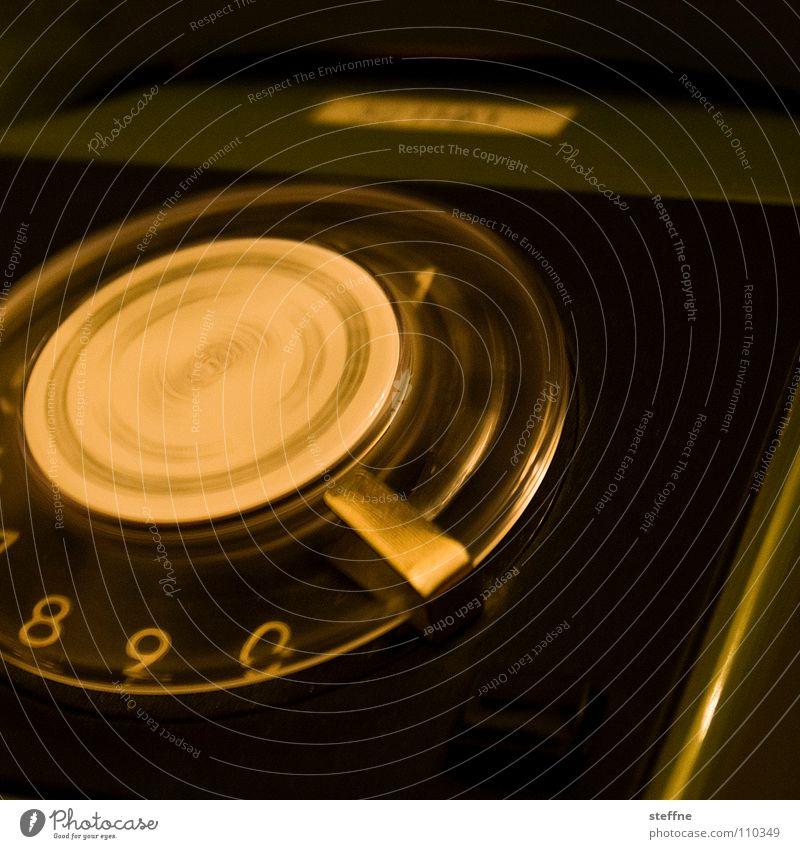 Nach Hause telefonieren Telefon Apparatur wählen Drehscheibe 8 9 drehen schwarz grün weiß gelb dringend Nostalgie Erinnerung Siebziger Jahre Wählscheibe