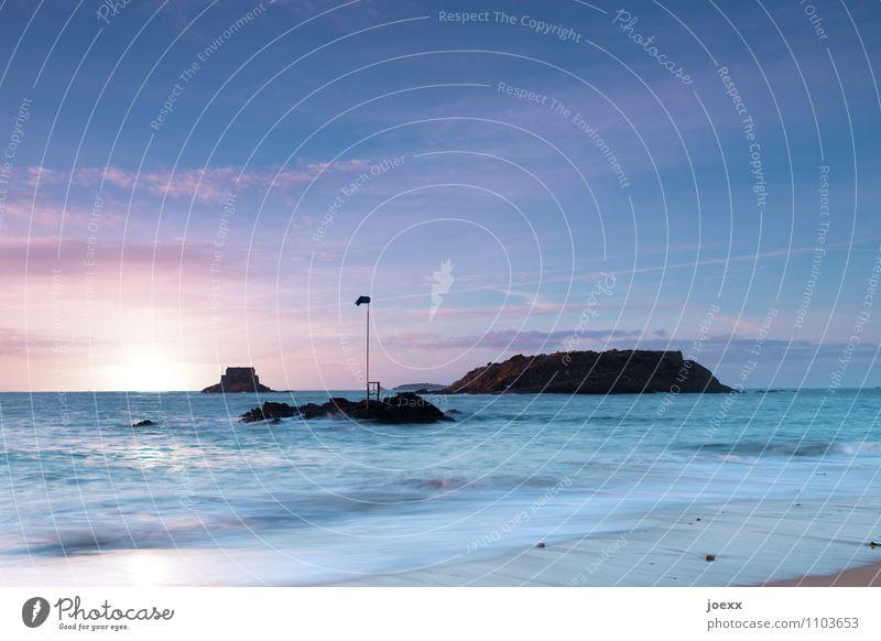 Inseldreier Himmel blau Meer Wolken schwarz Horizont Insel Schönes Wetter Bretagne