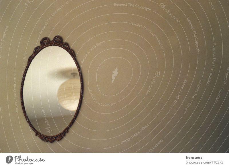 mirror, mirror on the wall... Lampe Wand Raum Architektur leer rund Spiegel Schmuck Wohnzimmer Decke beige Rahmen Spiegelbild Barock reduzieren Deckenlampe
