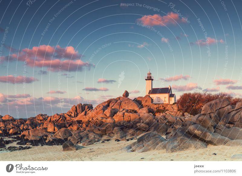 Phare de Pontusval Himmel Wolken Strand Küste braun Felsen rosa Idylle Leuchtturm