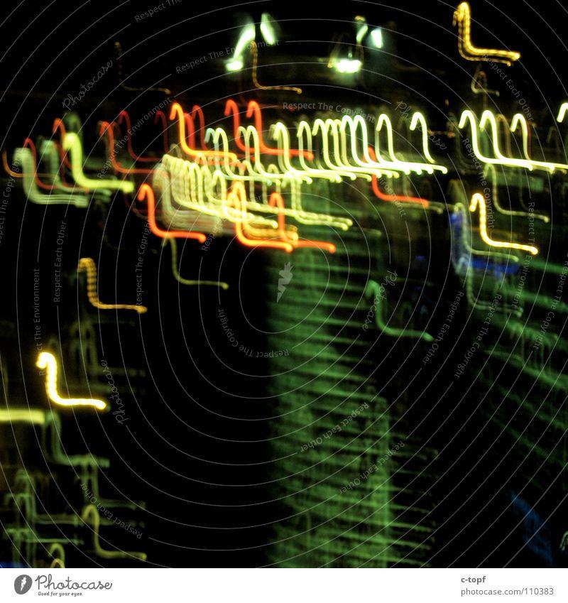 Lichtspiele in Berlin Unschärfe Langzeitbelichtung Belichtung Hochhaus Nacht UFO Nordlicht Sony Center Berlin Abend dunkel New Form Neue Form Zeichen