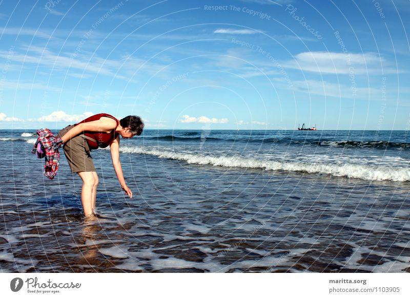 Die Muschel ist es Mensch Frau Himmel Natur Ferien & Urlaub & Reisen Wasser Sommer Meer Landschaft Erwachsene Bewegung feminin Küste Familie & Verwandtschaft