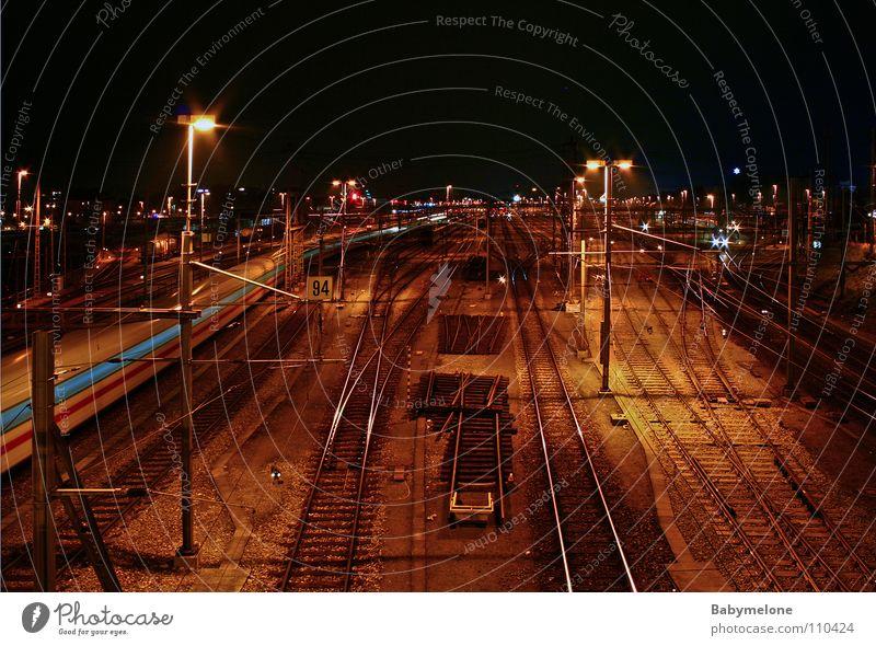 Auf dem Weg nach Nirgendwo Ferien & Urlaub & Reisen dunkel Wege & Pfade Bewegung Verkehr Geschwindigkeit Eisenbahn fahren Gleise Verkehrswege Bahnhof Ankunft