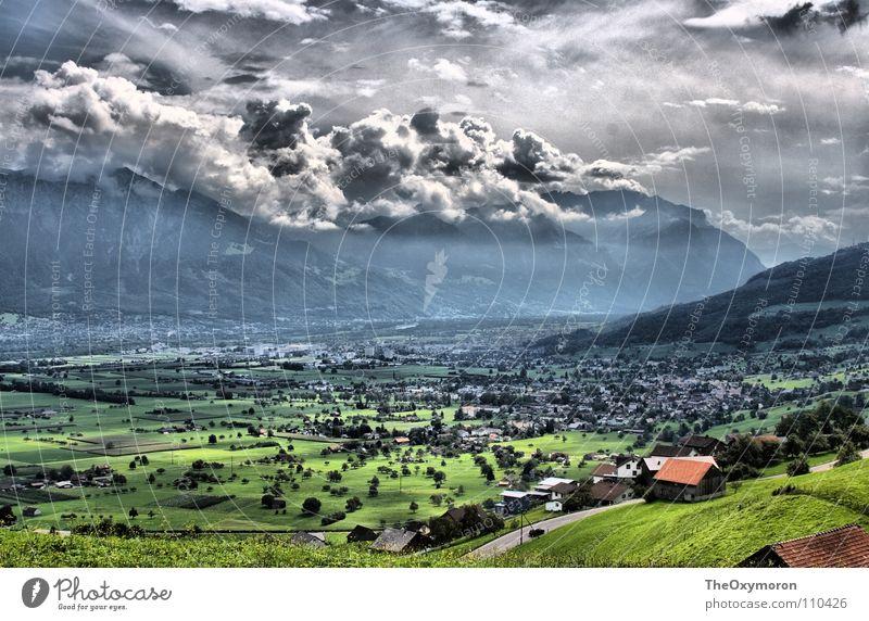 Tal in HDR Wolken Wiese ländlich Weide Schweiz Liechtenstein Gras Hügel Fototechnik Himmel Landschaft ultrahoher Kontrast Berge u. Gebirge Natur Farbe Aussicht