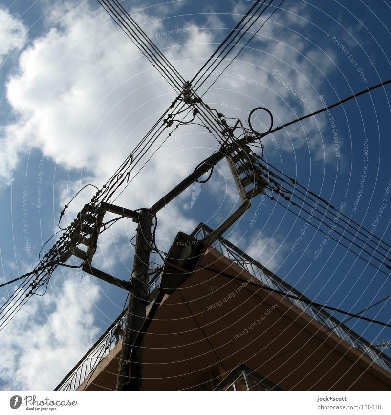 elektrische Adern blau Wolken Linie Energiewirtschaft Kraft Elektrizität Europa retro Netzwerk Ziel Straßenbeleuchtung Gelassenheit Fernweh Material