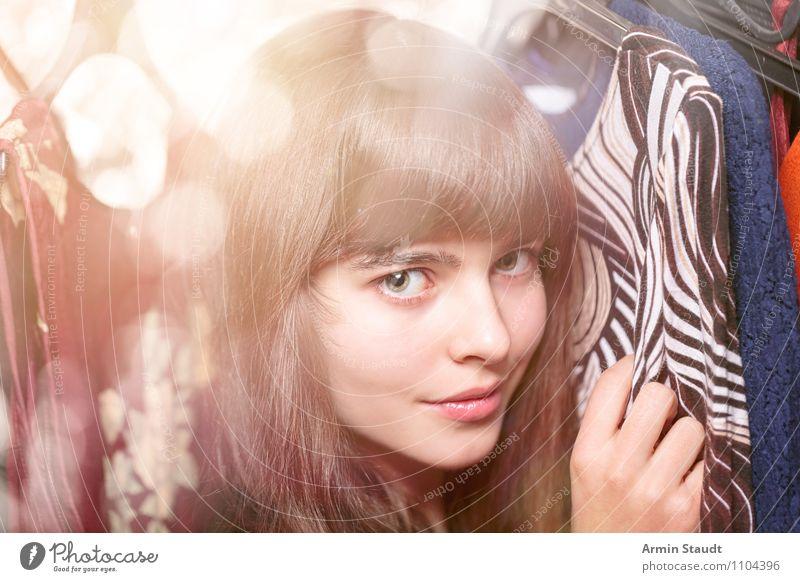Neulich im Kleiderschrank VIII Mensch Frau Kind Jugendliche schön Junge Frau Hand Erwachsene Gesicht Beleuchtung feminin Stil Haare & Frisuren Mode Lifestyle