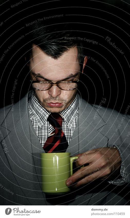 kaffeepause Mann Kerl Anzug Jacke Hemd kariert Weste Krawatte gestreift Hand Tasse grün Finger Brille Haare & Frisuren Spießer Bart Stoppel Augenbraue trinken