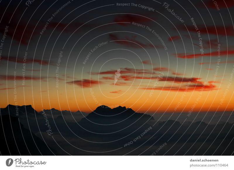 allerletztes Licht Himmel blau Farbe weiß Wolken dunkel kalt Berge u. Gebirge gelb Hintergrundbild Horizont Freizeit & Hobby Wetter Luft Nebel Klima