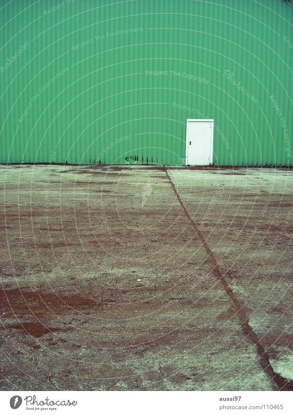 Return to the lost door grün Haus Einsamkeit Tür geschlossen Trauer Kommunizieren Werkstatt Eingang Verzweiflung Lagerhalle urinieren Fabrikhalle Gewerbegebiet verbarrikadiert