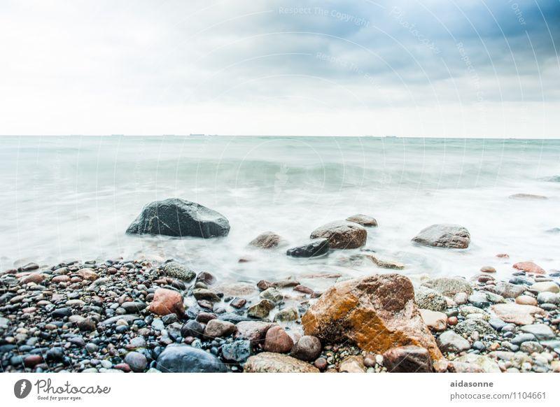 Ostseestrand Landschaft Wasser Himmel Wolken Horizont Unwetter Wind Sturm Wellen Küste Laster Erfolg Kraft Mecklenburg-Vorpommern Felsen Brandung Farbfoto