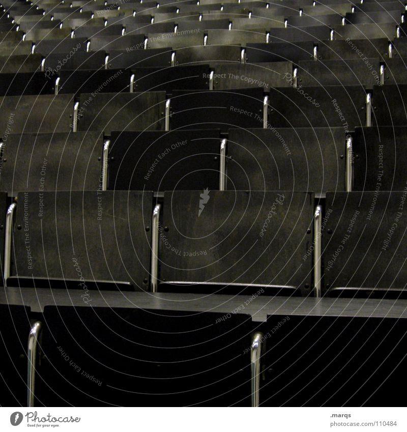 Langzeitstudent Raster Sitzreihe Bestuhlung Tribüne Steigung leer Erwartung Veranstaltung Studium schwarz dunkel mehrere Platz Hörsaal Bildung Publikum Sessel