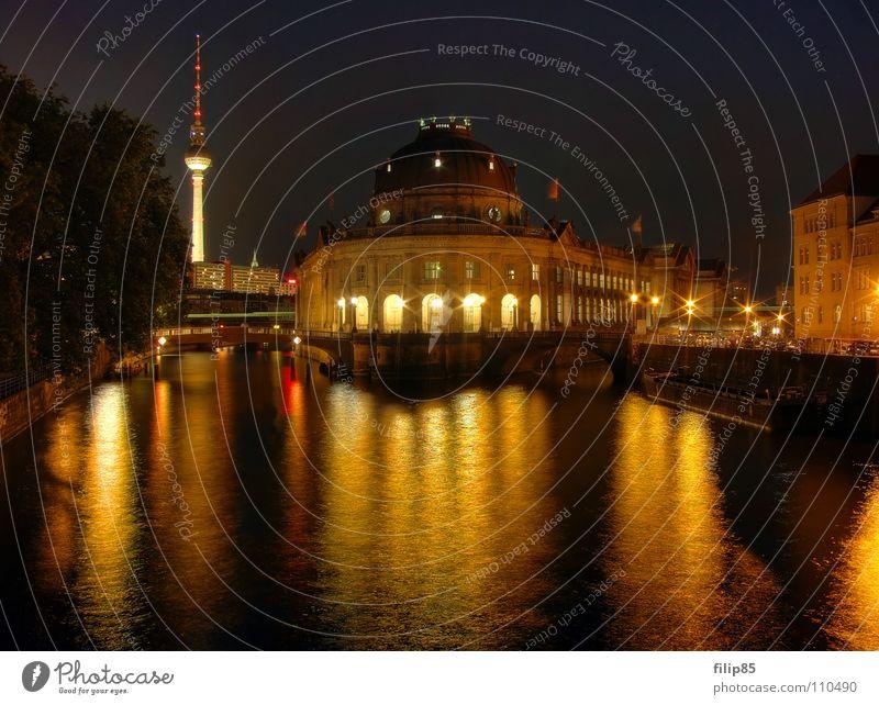 Goldenes Bodemuseum Abendsonne Berlin-Mitte Museumsinsel Spree Kunst Nacht historisch klassisch erleuchten Kultur Reflexion & Spiegelung Brücke Hauptstadt