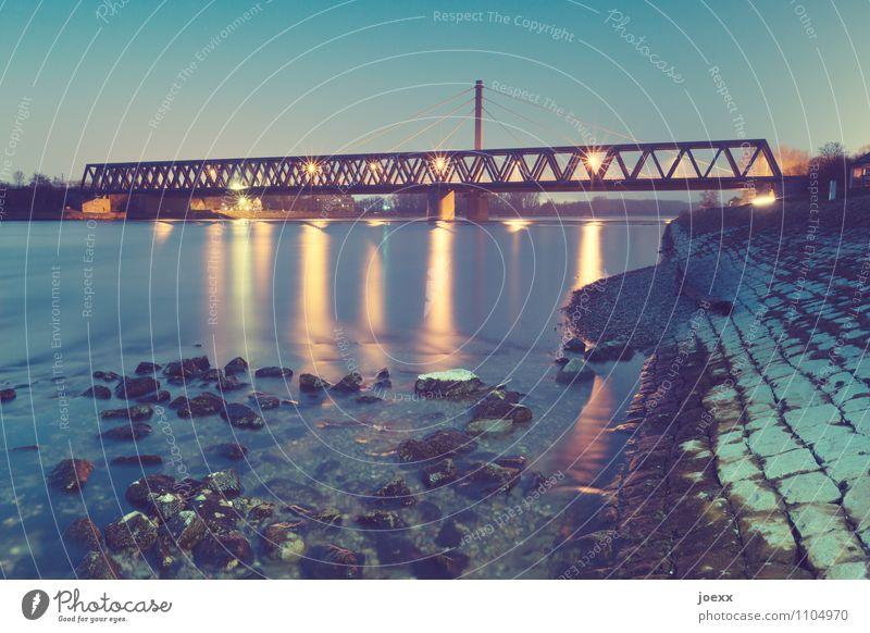 Verbindung Wasser Himmel Flussufer Rhein Brücke eckig hell hoch blau gelb schwarz Ziel Rheinbrücke Farbfoto mehrfarbig Außenaufnahme Abend Dämmerung Kunstlicht