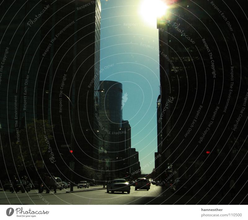 schlucht Mensch Himmel Sonne blau Haus Straße Arbeit & Erwerbstätigkeit PKW Beton Hochhaus fahren Spaziergang Asphalt Verkehrswege Kanada Schönes Wetter