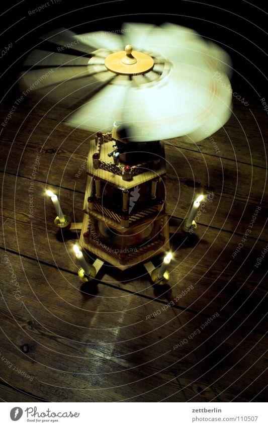 Weihnachtspyramide Kerze Erzgebirge Lichtspiel Handwerk Dezember schnitzen drechseln Tradition Stimmung Holzfigur drehen durchdrehen Weihnachten & Advent