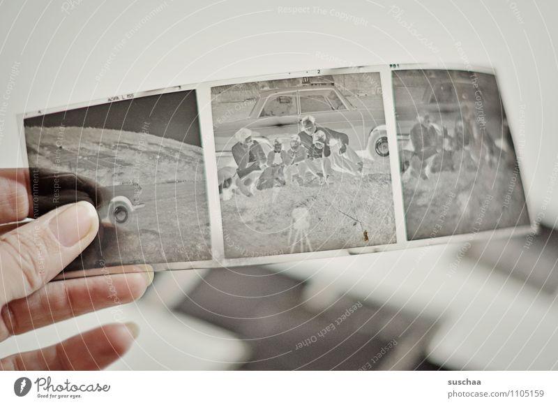 für's familienalbum Kunststoff alt grau Gefühle Idylle Vergangenheit Familie & Verwandtschaft Negative Fotografie Erinnerung Daumen analog sentimental