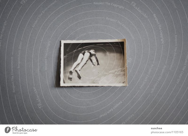 wasserzeichen ... eine kindheitserinnerung alt analog Bild Schwimmsportler springen Wasser Schwarzweißfoto grau