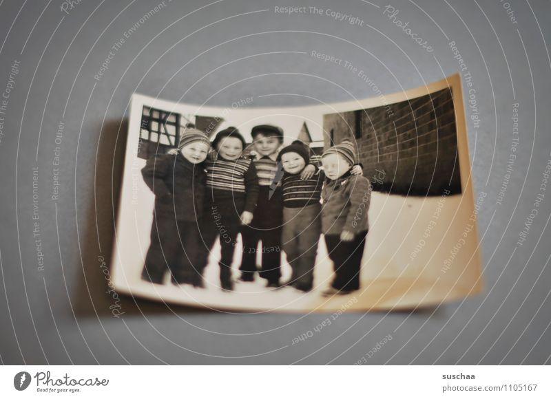 es war einmal ... alt Schnee Junge Familie & Verwandtschaft Kindheit Fotografie Kindheitserinnerung Vergangenheit analog Erinnerung