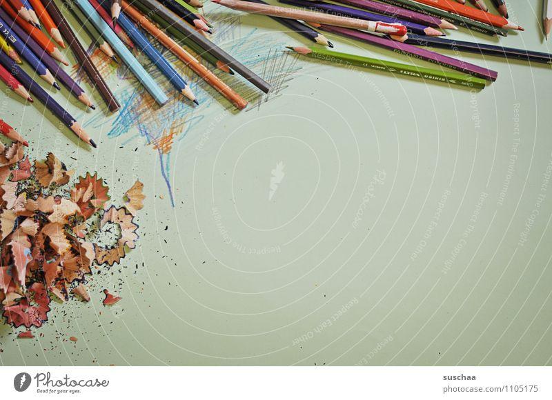 noch mehr freiraum Farbstift malen zeichnen Kunst Kritzelei Holzspäne Spitze Späne mehrfarbig freie Fläche Papier Unterlage