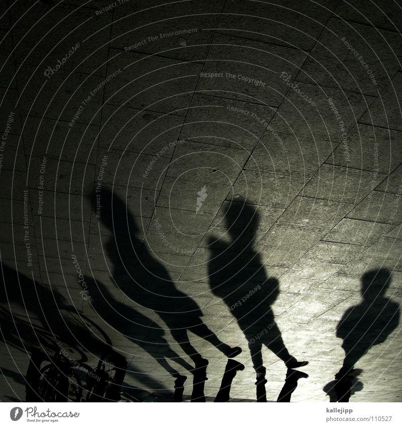 gangs of berlin Mann schwarz Stein Arbeit & Erwerbstätigkeit Fahrrad laufen mehrere Spaziergang Schnur Bürgersteig Schüler Straßenbelag anonym falsch Pflastersteine Fußgänger