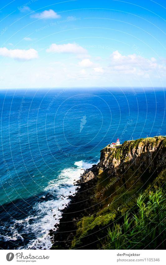Kleiner Leuchtturm für viel Meer Ferien & Urlaub & Reisen Tourismus Umwelt Natur Landschaft Pflanze Sommer Schönes Wetter Hügel Felsen Wellen Küste Strand Insel