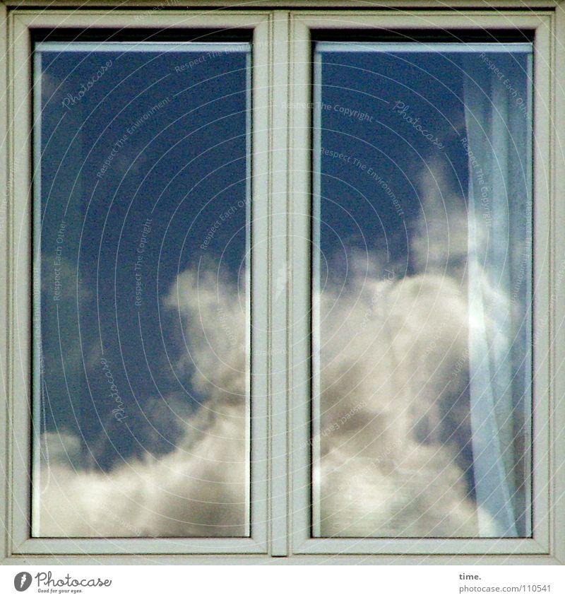 Turbulenzen diesseits/jenseits Himmel blau Wolken Fenster 2 Kraft Glas Vorhang Fensterscheibe Haushalt dramatisch himmelblau Fensterrahmen