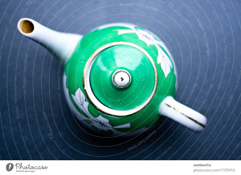Tee Teekanne Kannen Geschirr Porzellan Keramik alt antik Tülle Tragegriff Verschlussdeckel Vogelperspektive oben Küche Gerät Getränk Neigung diagonal grün