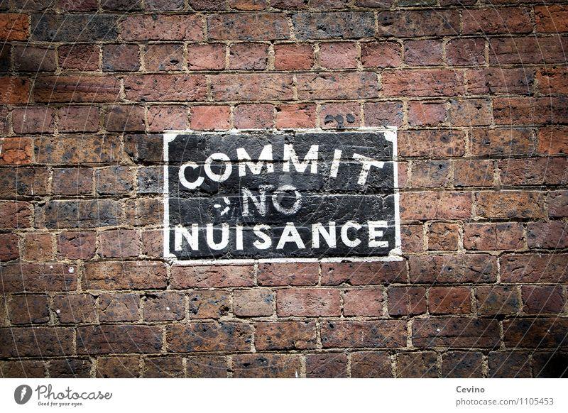 Commit no nuisance Stadt weiß Haus schwarz Wand Gebäude Mauer Stein Kunst Fassade dreckig Schilder & Markierungen Schriftzeichen Hinweisschild Zeichen Coolness
