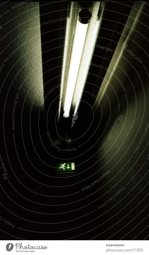 Leutstoff mit Fluchtür Industrie Notausgang Leuchtstoffröhre