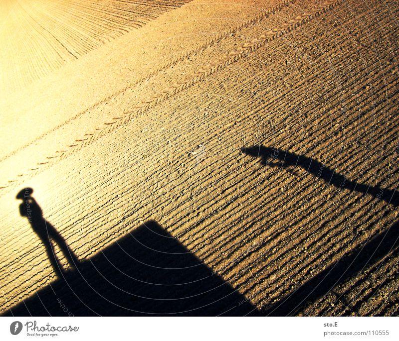 der cowboy und der indianer Schatten verdunkeln Feld Muster Ordnung Mütze stehen Osten Freizeit & Hobby Freude Sonne Schönes Wetter Sand Mensch Hut hutträger
