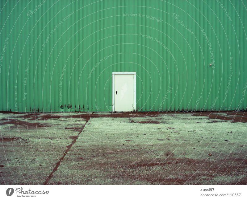 Lost door diaries grün Haus Einsamkeit Tür geschlossen Industrie Handwerk Werkstatt Eingang Lagerhalle urinieren Fabrikhalle Gewerbegebiet verbarrikadiert