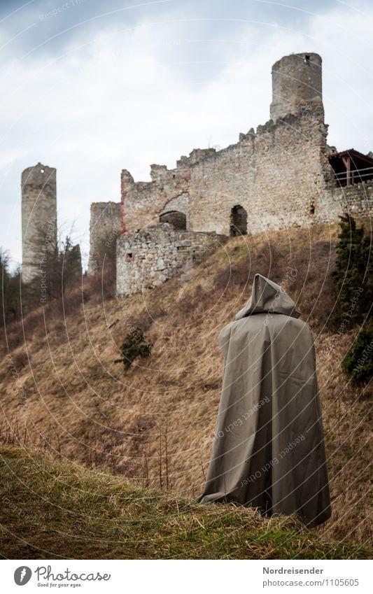 Mönch Sinnesorgane ruhig Mensch 1 Kultur Wolken Gras Hügel Burg oder Schloss Ruine Architektur Sehenswürdigkeit Wahrzeichen Denkmal Mantel beobachten Denken