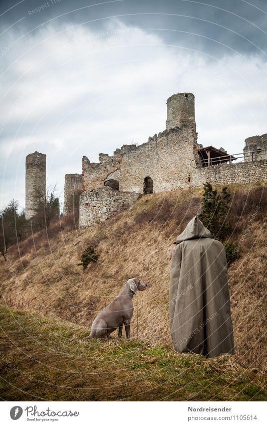 Schäfer oder Mönch.... Mensch 1 Gras Burg oder Schloss Ruine Bauwerk Architektur Sehenswürdigkeit Denkmal Tier Haustier Hund stehen warten dunkel Zusammensein