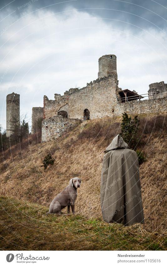 Ankommen Hund Mensch Einsamkeit Landschaft Tier Architektur Gras Wege & Pfade Religion & Glaube außergewöhnlich Freundschaft wandern Kommunizieren Hoffnung
