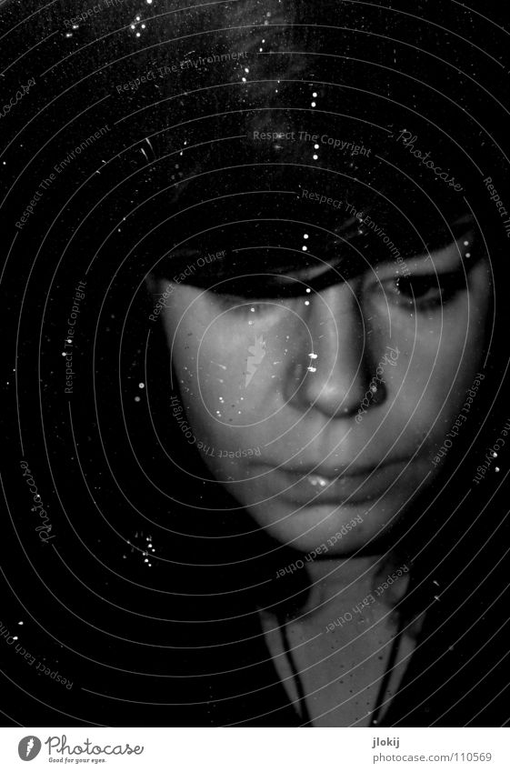 Tired/Angry Frau rot Lippen schwarz dunkel Porträt Augenbraue Unschärfe genervt Spiegel Schminke Schwarzweißfoto Wut Ärger Reflexion & Spiegelung Gesicht Nase